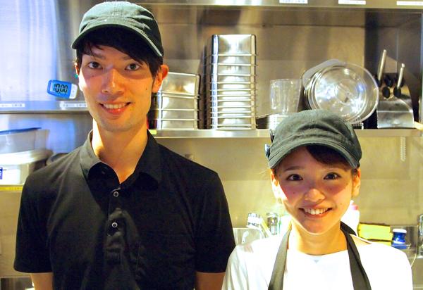 左:副店長の杉村和仁睦さん 右:樽見